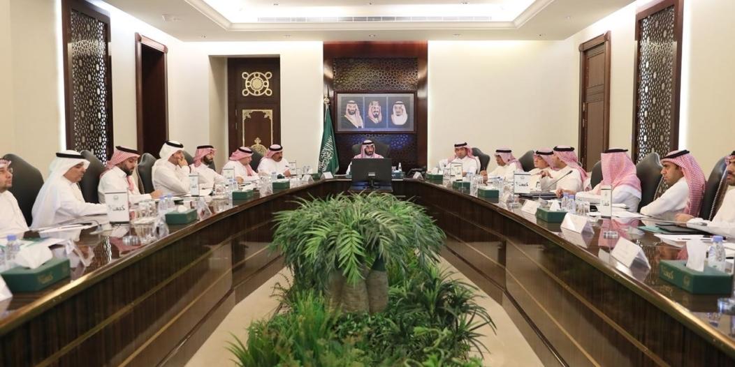 عبدالله بن بندر يناقش تسريع آليات اعتماد المخططات السكنية داخل النطاق العمراني