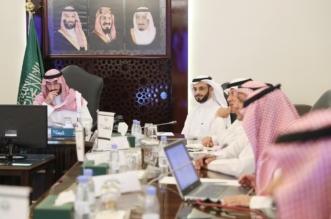 عبدالله بن بندر يطلع على خطط ومبادرات منشآت المستقبلية في المنطقة - المواطن