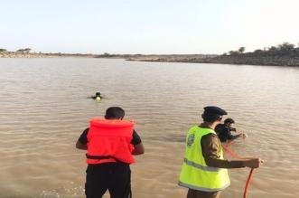 انتشال جثة رجل متوفى غرقاً بشاطئ نصف القمر - المواطن