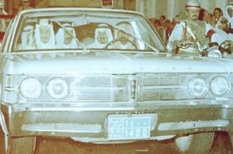 صورة نادرة.. الملك سلمان والملك عبدالله والأمير سلطان في جولة بالسیارة في شارع بالریاض - المواطن