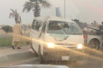 إصابة 11 عاملاً في انقلاب حافلة بجدة - المواطن