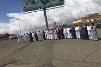صور.. إقفال تقاطعات رئيسية يرهق أهالي قرى الفرعين بأحد رفيدة - المواطن