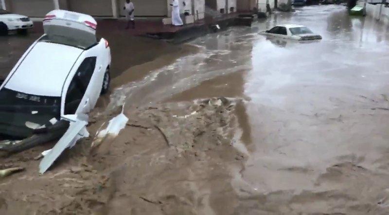 36 وايت شفط لمواجهة أمطار مكة المكرمة والأوضاع تعود لطبيعتها - المواطن