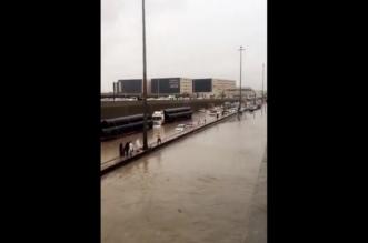 تضرر 71 مركبة و34 التماسًا كهربائيًّا وإنقاذ 93 شخصًا بسبب أمطار الرياض - المواطن
