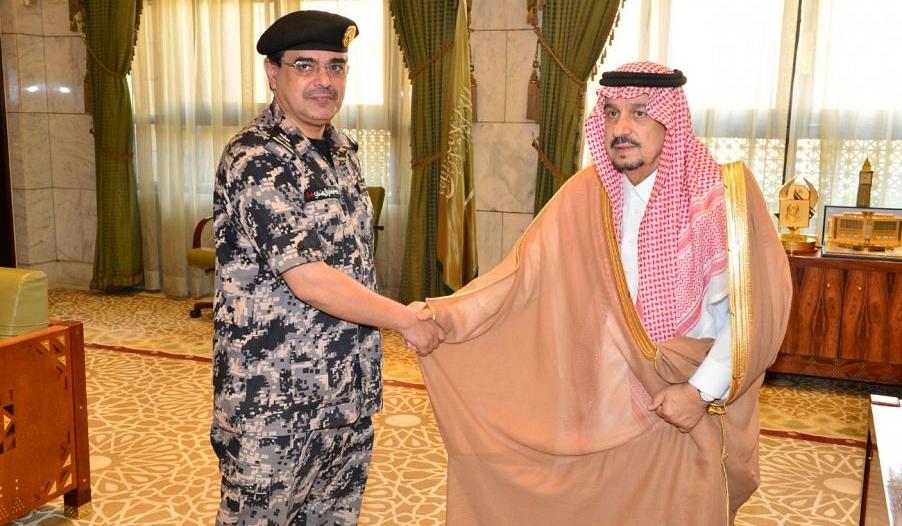 أمير الرياض يقلد قائد قوة أمن المنشآت رتبته الجديدة