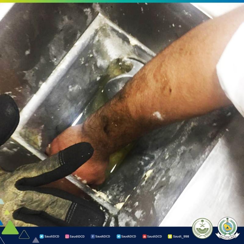 إنقاذ شخص علقت يده داخل قطاعة طحين في الجبيل - المواطن