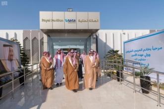بدر بن سلطان يتفقد الصالة الملكية وموقف الطائرات في مطار الجوف - المواطن