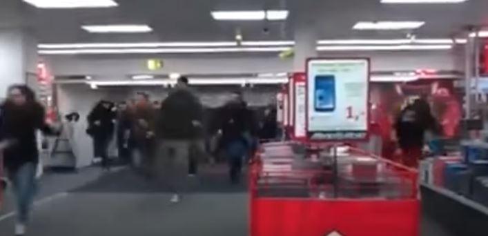 فيديو.. جنون الأمريكان في الجمعة السوداء