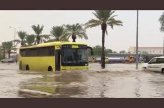 الحافلات المدرسية بدت كالسفن وتعليم القصيم تجاهل تعليق الدراسة ! - المواطن