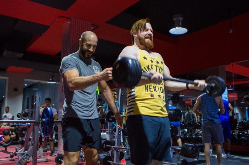 شاهد.. أبطال WWE بمركز وقت اللياقة بالرياض