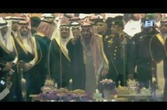 فيديو.. الملك يشارك في العرضة خلال حفل استقبال أهالي القصيم - المواطن