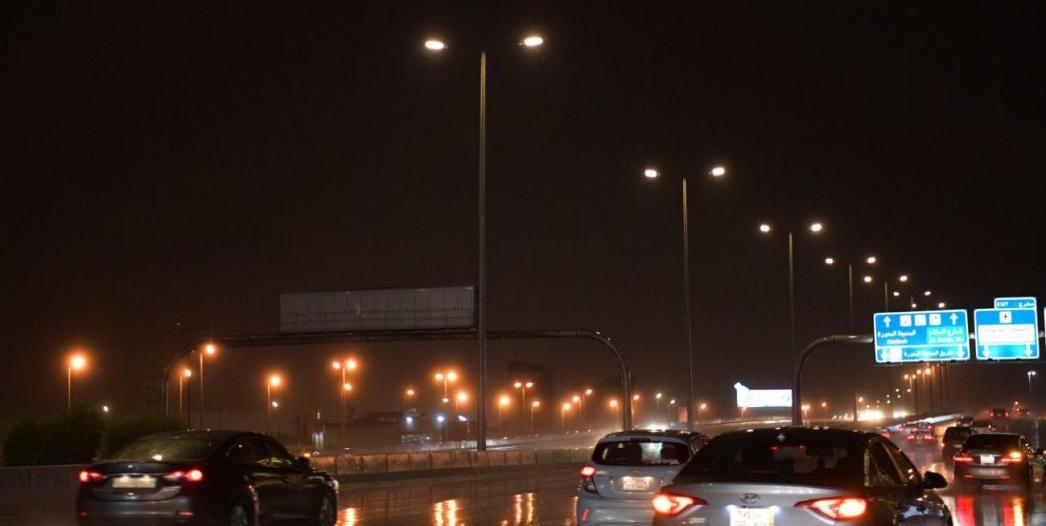 صور.. أمطار جدة الآن تتواصل حتى السادسة مساء