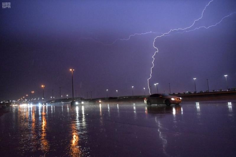 الهيئة العامة للأرصاد : استمرار الأمطار الغزيرة على جدة حتى الأربعاء