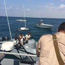 التحالف يسلم خفر السواحل اليمنية أسلحة وزوارق لحماية سواحل حضرموت