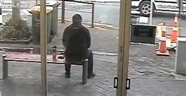 فيديو.. لحظة نجاة رجل من حافلة طائشة - المواطن