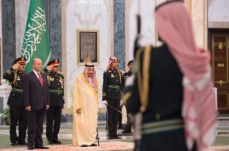 الملك يستقبل رئيس العراق ويقيم مأدبة غداء تكريماً له - المواطن