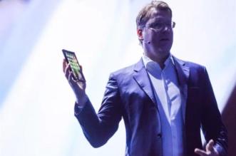 يُشغل 3 تطبيقات معاً.. سامسونج تكشف عن هاتفها القابل للطي - المواطن