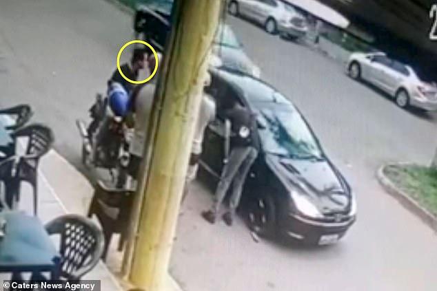 فيديو.. شرطي يقتل نفسه بعد إطلاقه النيران على صديقه بالخطأ