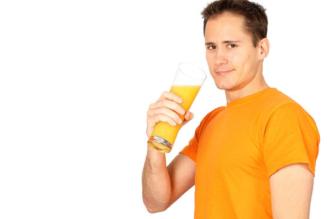 هل شرب العصير الطازج على الريق يسبب مرض السكري؟ - المواطن