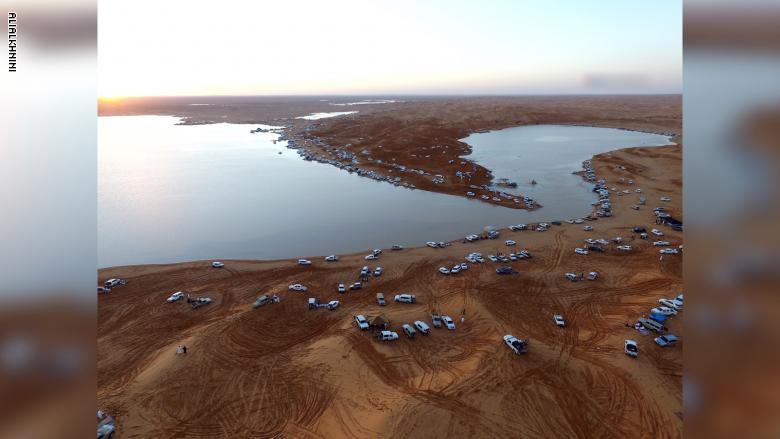 بحيرات وسط الصحراء.. الجمال بمنظور مختلف بعد أمطار المملكة - المواطن