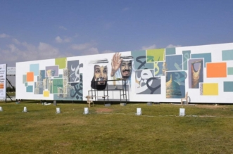 20 فناناً وفنانة بتبوك يرسمون أكبر جدارية بالمنطقة ابتهاجاً بزيارة الملك - المواطن