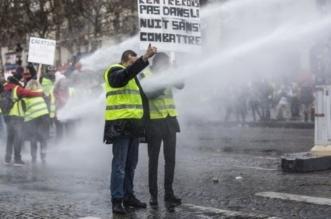 فرنسا تناشد السترات الصفراء تعليق المظاهرات لالتقاط الأنفاس - المواطن