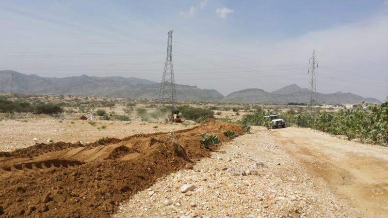 صور.. إزالة 210 آلاف متر تعديات شرق جامعة الملك خالد بفرع تهامة - المواطن