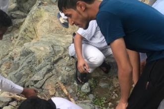 صور.. الجندي المغامسي ينقذ شخصين من الغرق خارج وقت دوامه - المواطن