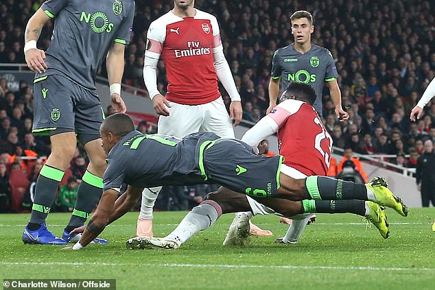 صور .. إصابة نجم آرسنال بكسر في القدم - المواطن