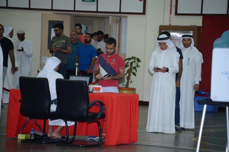 صور.. إقبال شبابي للتصويت بالانتخابات النيابية في البحرين - المواطن