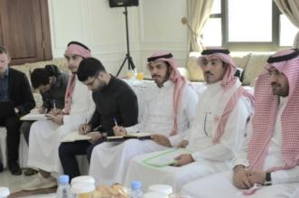 فريق هيئة تطوير عسير يناقش احتياجات خميس مشيط بـ4 لقاءات - المواطن
