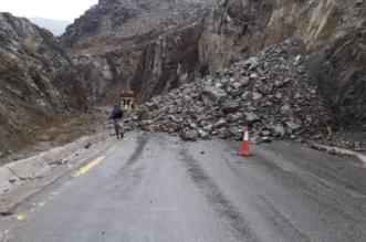 شاهد.. انهيارات صخرية تغلق طريق الفقرة بالمدينة المنورة - المواطن