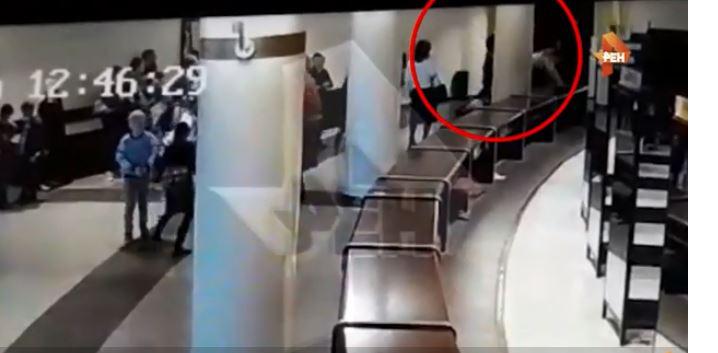 فيديو.. فهد يغافل حارسه وينقض على طفلة