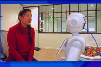 شاهد.. التفاعل بين روبوت وفتاة في منتدى مسك العالمي - المواطن