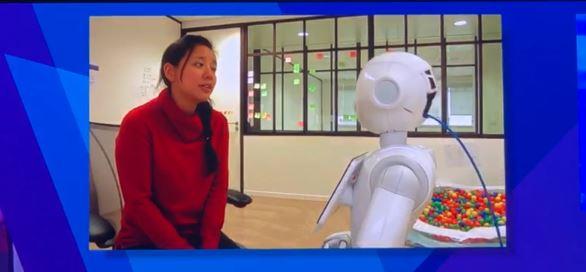 شاهد.. التفاعل بين روبوت وفتاة في منتدى مسك العالمي