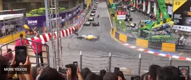 فيديو مروع .. سيارة سباق تطير وتصدم الجماهير