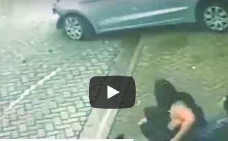 فيديو لا يصدق: شاب ينقذ فتاة من الموت دهسًا في اللحظة الأخيرة - المواطن