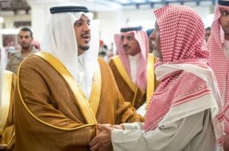 نائب أمير الرياض ينقل تعازي القيادة لأسرة الشهيد العنزي - المواطن