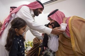 لقطات لولي العهد مع أبناء أسرة آل علي في حائل - المواطن