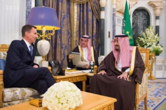 الملك يبحث العلاقات الثنائية ومستجدات الأحداث مع وزير خارجية بريطانيا - المواطن
