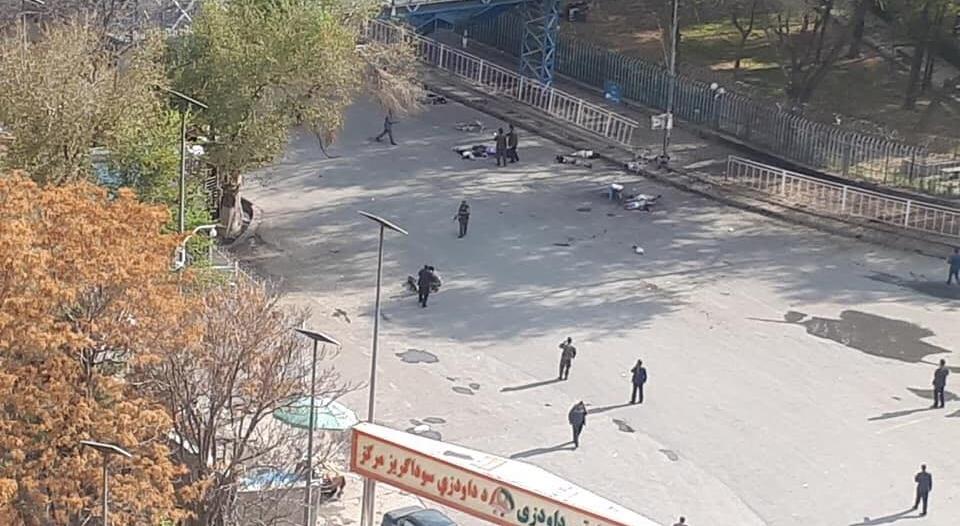 فيديو وصور.. هجوم انتحاري يقتل 6 ويصيب العشرات في كابول