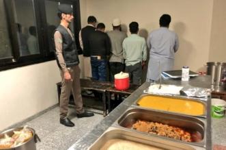 ضبط فندق یوزع وجبات إعاشة مجھولة المصدر بالمدينة - المواطن