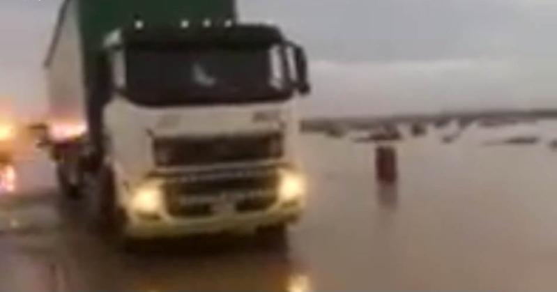 فيديو.. الشدادي بطل واقعة إنقاذ سائق شاحنة القصيم يروي تفاصيل الحادث
