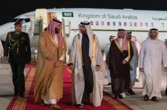 ولي العهد يصل أبو ظبي ومحمد بن زايد في مقدمة مستقبليه - المواطن