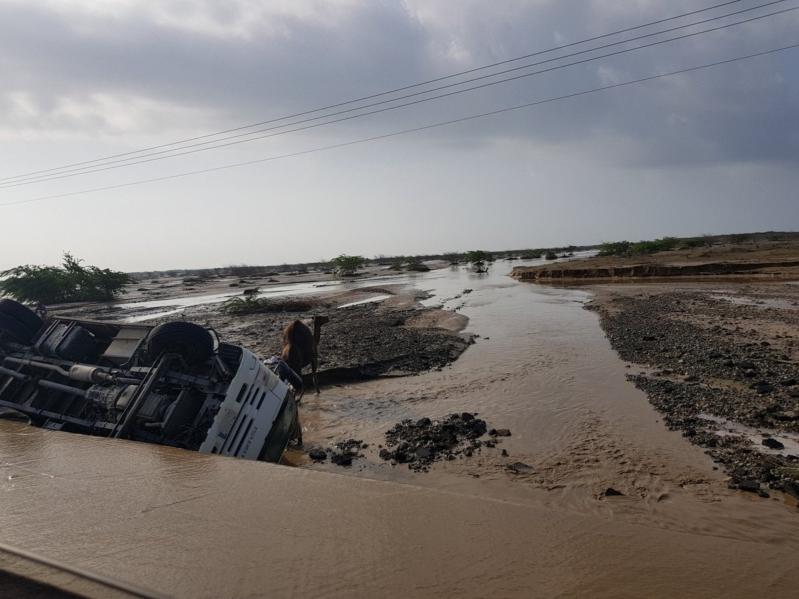 فيديو وصور.. غرق للسيارات واحتجاز للأسر في سيول الليث