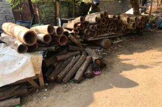 صور.. عمالة مخالفة تصنع أدوات الطبخ المحظورة من جذوع الشجر بمكة - المواطن