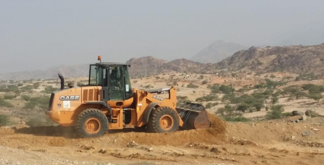 صور.. إزالة 210 آلاف متر تعديات شرق جامعة الملك خالد بفرع تهامة
