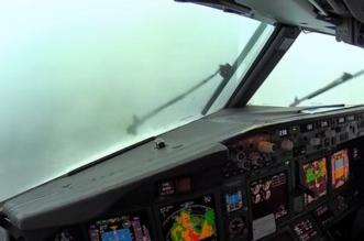 فيديو من قمرة القيادة يوثق هبوطًا شاقًا وسط العاصفة - المواطن