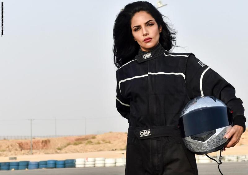 بالصور.. رنا الميموني تتحدث عن حلمها.. مواطنة تنافس الرجال في مهارات قيادة السيارة - المواطن