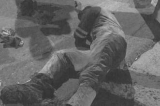صورة متداولة تثير الجدل .. هل تعرض عامل النظافة للضرب أم هياط الوافدين وصل تويتر؟ - المواطن